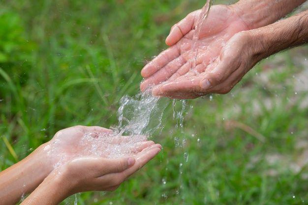 Beber agua ilumina tu piel